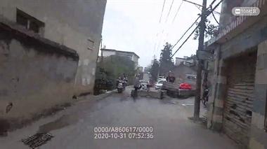 景德镇一货车撞塌围墙 有人被砸伤!现场大堵车