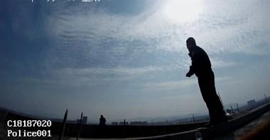 紧急!衢州一男子站18楼屋顶轻生…现场视频曝光