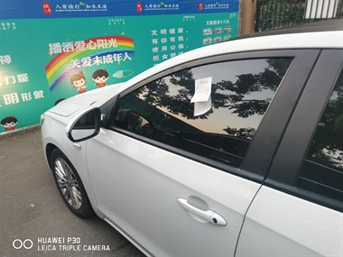 誰這么無聊?德清男子郁悶了,自己車上貼著一張別人的罰單!