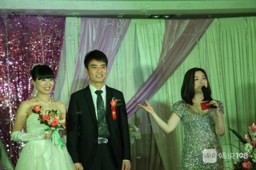 德清社友去參加婚禮,伴娘在臺上說了句話,底下一片尷尬…