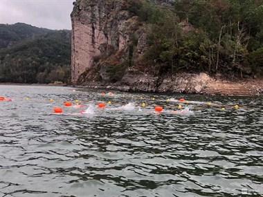 幸福水库今天热闹极了!办冬泳比赛!120、救援队都在现场