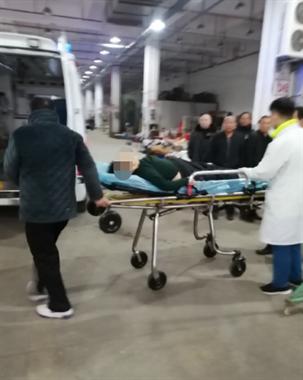 衢州某市场一妇女洗澡滑倒,冻一夜没人发现!刚被120抬走