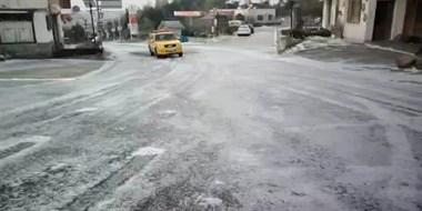 """天台惊现""""天然溜冰场""""!车子开过,吓出一身冷汗!"""