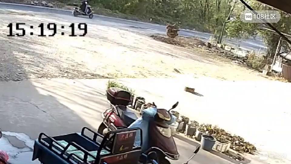 衢州一男子连撞2车,没救人竟跑路!视频触目惊心