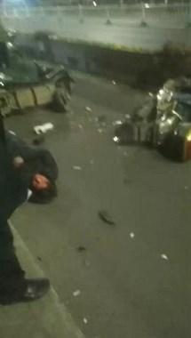 出事了!剡湖大桥2电瓶车相撞,2男子全都倒地不动