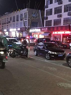 凌晨天台交警突袭,好多车被贴罚单,这群人损失大了!