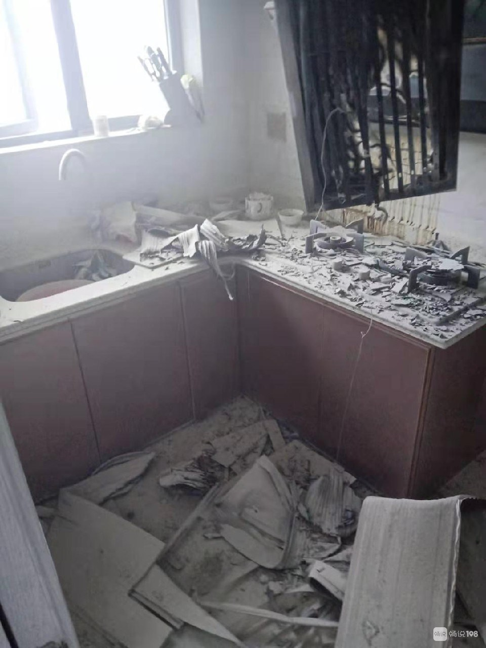 嵊州这小区出事了!整个厨房烧的黑漆漆,3辆消防车紧急赶到