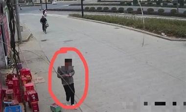 新昌美女手机不见了,小偷被自己的神态出卖!监控曝光
