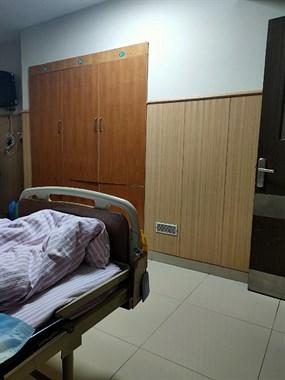 老爸住院需要人照顾,赶上老妈采茶期,真不知道怎么办好了!