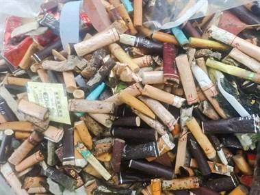 短短2个多小时,他们就捡拾烟头6200多颗!