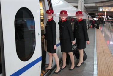 高铁乘务员待遇怎么样?女儿马上要选专业了,想提前了解一下