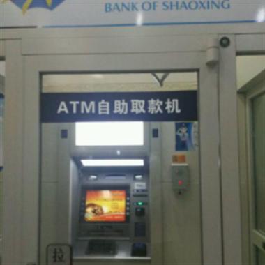 啥情况?银行里取钱,取款机一直说:有人晕倒请报警!