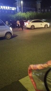 轻纺城门口发生车祸!两女人被撞,一人已经昏迷(视频)