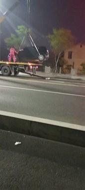 社友实拍!东门大桥一路虎变速箱掉下来,只能叫吊车…
