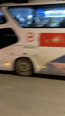 三宝有大动作!一长排大巴车进出 警车消防120都出动