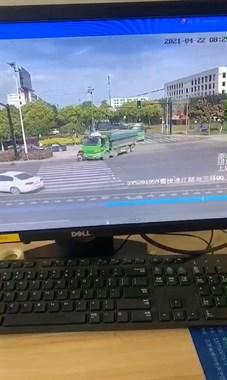 4.22三环渣土车交通事故监控画面!远离大型车辆转弯盲区