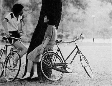 年轻真好!80年代一天可以骑150公里,现在想都不敢想
