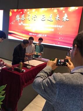 市职教中心王大庆老师一手组织的历届校友作品展