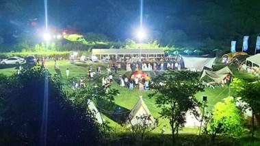 露营篝火晚会