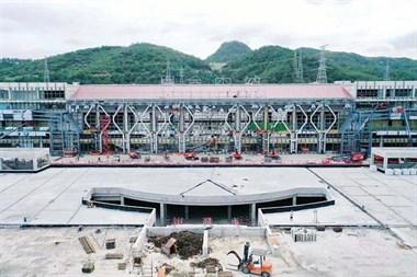 高清航拍!天台山高铁站最新进展,脚手架已经拆除...
