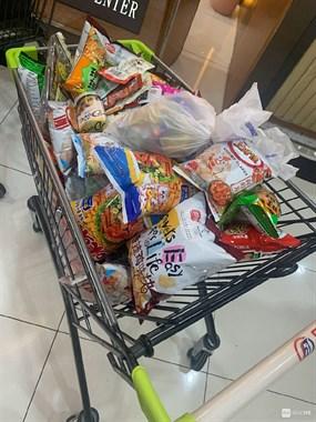 舟山人抗台真积极!超市好多人囤货,菜被抢了精光