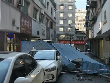 十八桥被砸汽车找不到建筑物房东