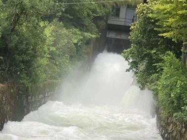 最新!为台风做准备,舟山最大水库虹桥水库已开闸放水