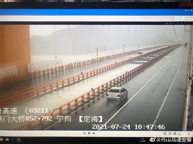 跨海大桥限速40!机场、船班、长途、公交全部停运!