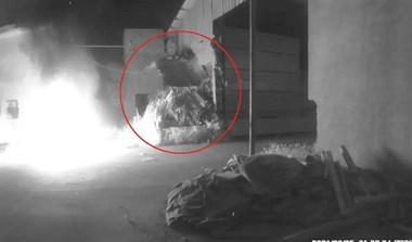 海宁一木材厂门口起火,最先冲过去扑火的是他们!