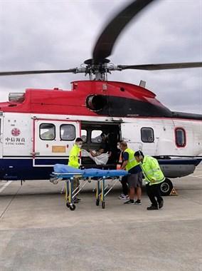 嵊泗岛有人出现紧急情况,舟山直升机顶着大风起飞!