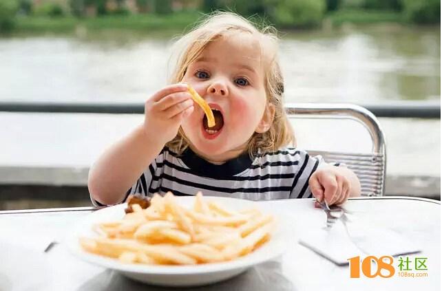 这几种儿童食品,吃完竟然会对孩子有这么大害处……