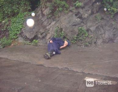 可怜!冬至那天下了一夜的雨,大江村一老太太摔进天井人没了