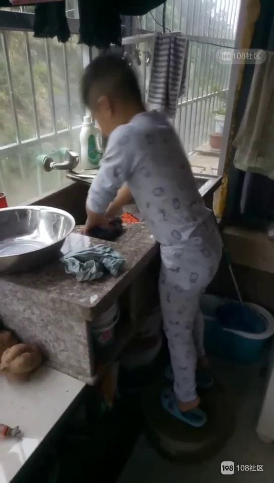 绝世好男人是这么炼成的!从小就解锁了洗衣做饭技能