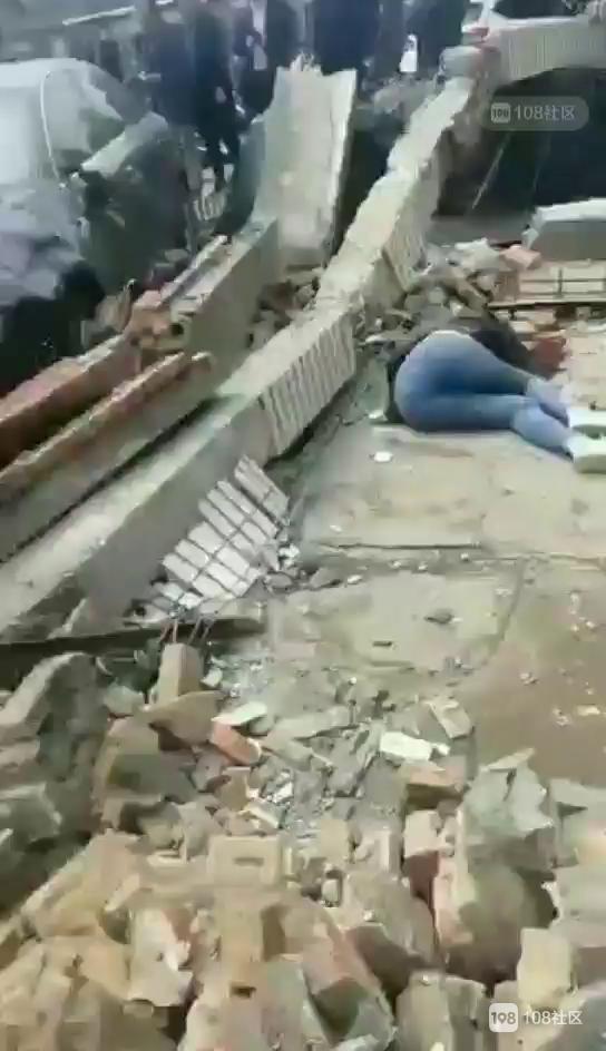 德清人朋友圈疯传的视频!拆除房屋倒塌,湖州女子被砸身亡…