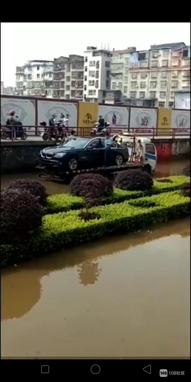 """南平这条路够厉害!过往的车必须会""""游泳"""",不然就…"""