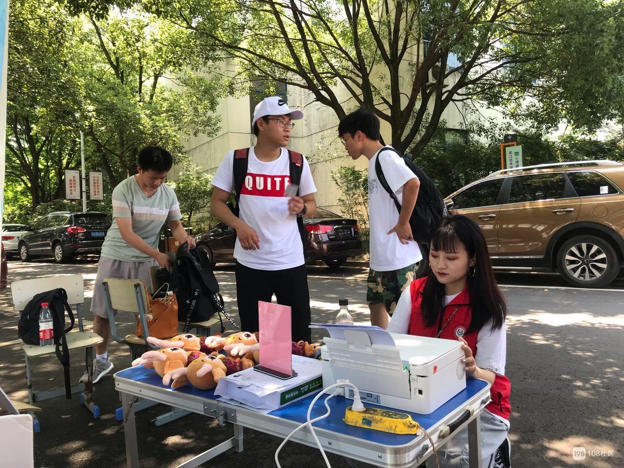 衢州有礼,办理志愿者联盟卡走进衢州三中校园!