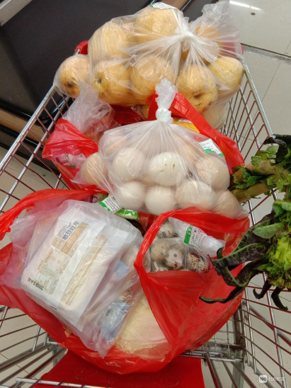 今日菜价:大白菜5毛8一斤! 有荤有素有鸡蛋 一大车才…
